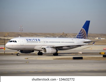 CHICAGO - MARCH 28: United Airlines Airbus A-320 jet arrives in Chicago after a cross country flight on March 28, 2013. United uses Chicago as its major hub.