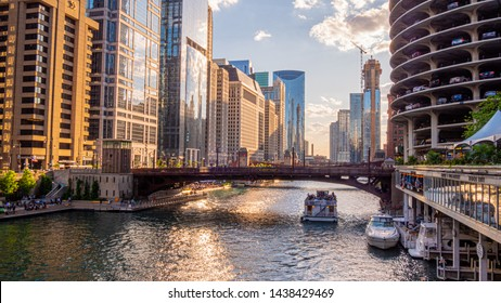 Chicago River on a beautiful day - CHICAGO, ILLINOIS - JUNE 12, 2019
