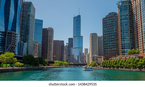 Chicago River on a sunny day - CHICAGO, ILLINOIS - JUNE 12, 2019