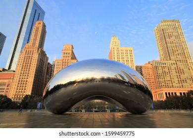CHICAGO, USA - 16 NOVEMBER 2019: Cloud Gate at sunrise in millennium park