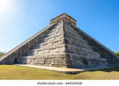 Chichen Itza - El Castillo Pyramid - Ancient Maya Temple Ruins in Yucatan, Mexico - Mayan Architecture - Travel Destination