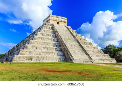 Chichen Itza, Mexico. Kukulcan pyramid in the ancient mayan city.