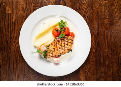 chicken breast with mashed potatoes