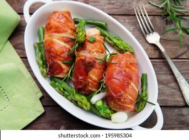 chicken breast wrapped in parma ham with green asparagus