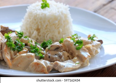 chicken in cream sauce and rice