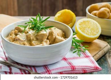 Chicken in creamy lemon and rosemary sauce