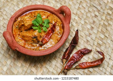 Chicken karahi curry, also known as gosht karahi has spicy taste in Pakistani and North Indian cuisine. it is served with Naan,Roti or rice.