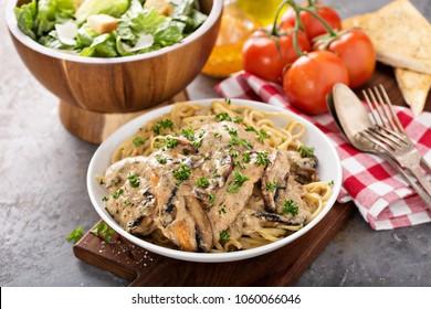 Chicken marsala with mashrooms and linguine pasta