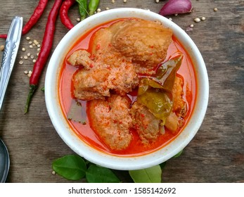 Chicken meat cooked with special seasoning and mixed with spicy coconut milk