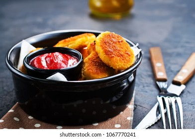 Chicken nuggets with sauce, fried nuggets