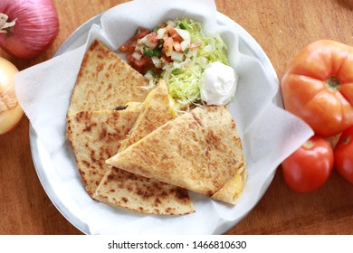 Chicken Quesadilla Appetizer with Vegetables