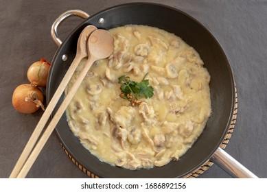 chicken ragout with mushrooms in cream sauce