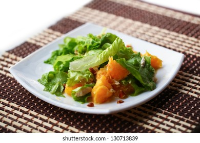 Chicken salad with oranges, almonds and honey