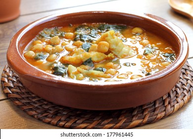 Chickpea stew with spinach and cod, traditional Spanish recipe usually prepared in Holly Week and Lent. Potaje de vigilia