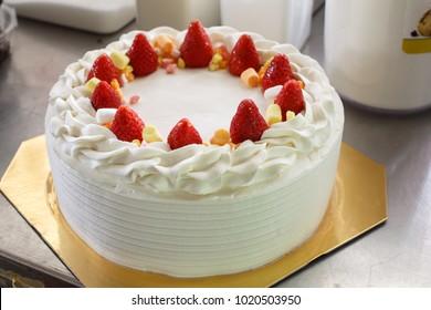Chiffon cake with fresh strawberry and fresh whipping crea.