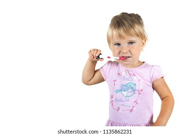child brushes her teeth