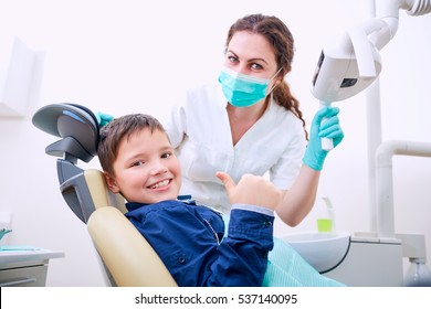 Child with doctor in the office shows thumb