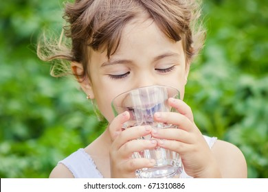 Child drinks water.