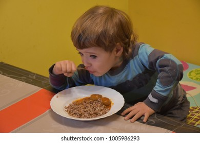 the child eats