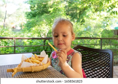 child eats french fries.