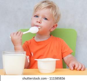 Child eats yogurt