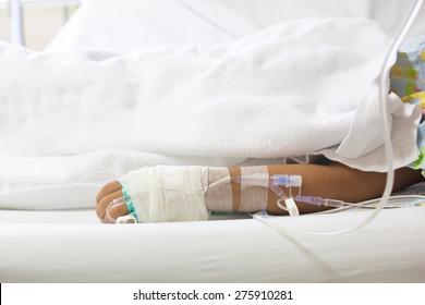 child get a vi drip in patient's hand