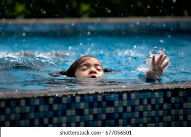 child girl drowning in pool.