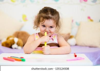 child girl with felt-tip pen