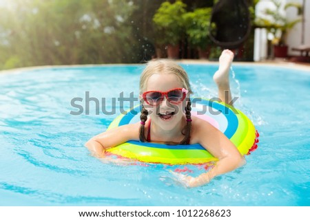 6d6fefe20fe Child with goggles in swimming pool. Little girl learning to swim and dive  in outdoor