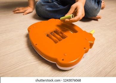 child hand paste batteries in toy