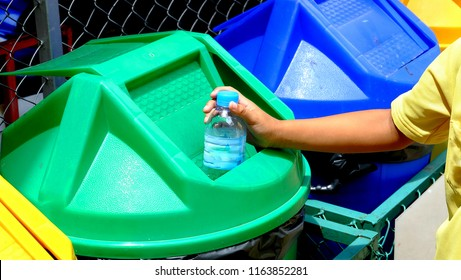 Child hand Throw bottles into the public bin.