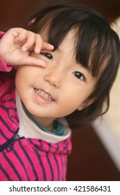 a child  hand-pose