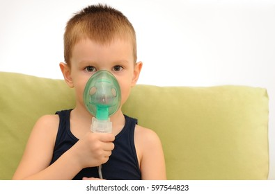 Child with inhalation mask on face