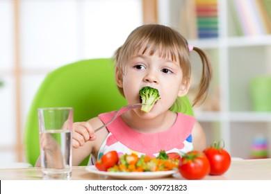 Chùm ảnh về chủ đề bé ăn rau củ với khoản 44.358 tấm ảnh chất lượng cao nhất