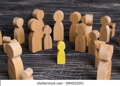 The child was lost in the crowd. A crowd of wooden figures of people surround a lost child. Lost, parents who have lost their parents are a small child. An orphan, a beggar, a lonely kid