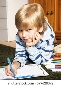 Child lying on the floor and draw