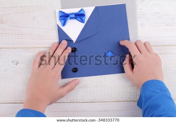 Child Making Greeting Card Father Handmade庫存照片 立刻編輯