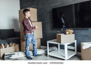 Child to a new apartament, waiting for watching films! With unpacking boxes!