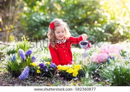 Child Planting Spring Flowers Garden Little Stockfoto Jetzt