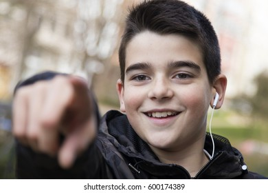 child pointing the finger