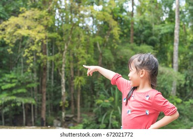 child pointing the finger forward