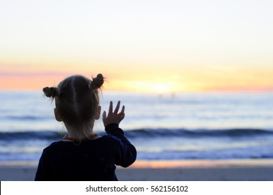 Child say bye to sun