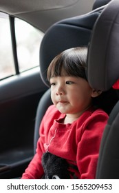 A child sitting on a car seat