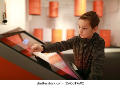 Child is using touch screen at workshop