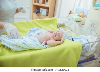 childbirth, atment of the umbilical cord of a newborn