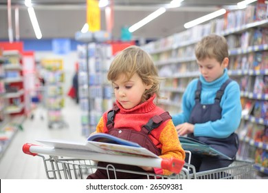 Children in bookshop, focus on little girl