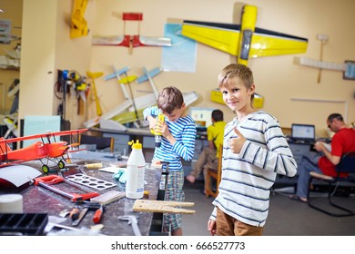 Children collect an airplane model in the workshop