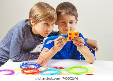 Children creating with 3d printing pen new object
