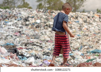 Children find junk for sale and recycle them in landfills, the lives and lifestyles of the poor, The concept of child labor and trafficking