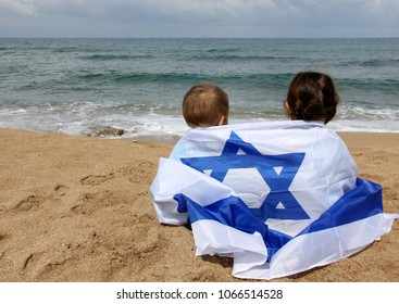 children with the flag of Israel on the beach